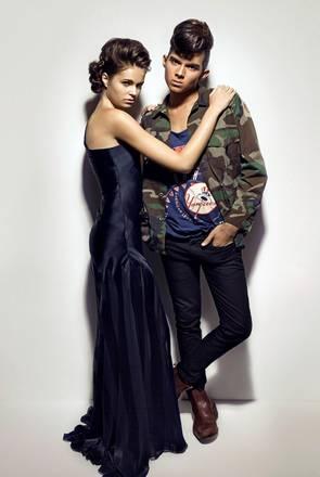 Il giovane stilista Andrea Brocca con una modella