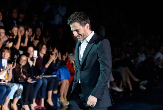 Marc-Jacobs-il-saluto-finale-alla-sfilata-Primavera-Estate-2014-di-Louis-Vuitton_main_image_object
